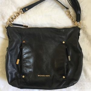 0c818a23768c Women s Michael Kors Devon Handbag on Poshmark